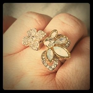 Jewelry - Sz 10 statement ring silver gold crystal flower